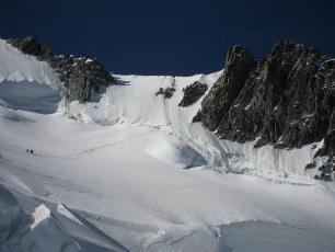 Col du Mont Maudit - Côté nord, de Luc Guillet, sous licence CC-BY 2.0, photo source @ commons.wikimedia.org