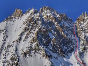 Chamonix: First snowboard descent of the Brèche des Droites. Photo source: @ledauphine.com