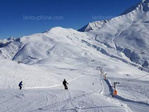 A 54-year-old father and his teenage son were caught in a small avalanche while they were skiing off-piste near the Balme ski area. Photo source: @Le DL/Rémi Milleret