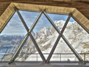 Skyway Monte Bianco, Punta Helbronner, by Jean-Michel Byl, licenced under CC BY 4.0, found on https://www.flickr.com/photos/agcglasseurope/24636636792
