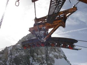 The carrying cable of the Panoramic Mont Blanc gondola was severed. Photo source: @c.ledauphine.com