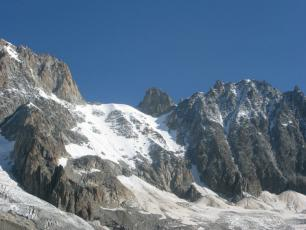 The Angelique couloir, at the right end of the photo. photo source: @ledauphine.com