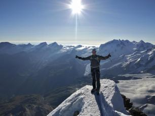 Le sommet du Cervin. photo source : @www.chamonixmontblancguides.com