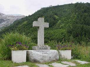 Extreme Environments - memorial to the 12 people who died in the 1999 Montroc Avalanche, Chamonix Valley, France. By Richard Allaway, licensed under CC BY 2.0, found on https://www.flickr.com/