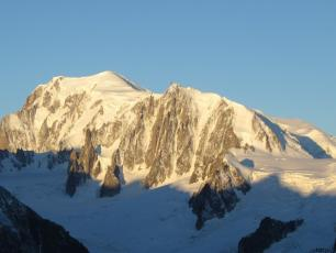 Mont Blanc. Photo source : @www.camptocamp.org