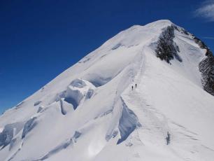 Le Mont Blanc, lors de la descente de l'arête des Bosses. Photo source : @www.camptocamp.org
