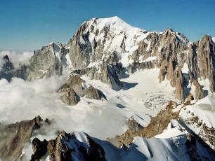 Mont Blanc Massif (4,808.73 m). Photo source: @camptocamp.org
