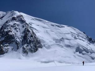 Avalanche on the north face of Mont Blanc du Tacul