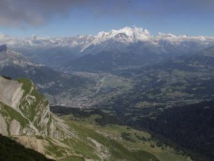 Mont Blanc Massif and Arve valley, photo by Bjorn S., source @commons.wikimedia.org, licensed under CC-BY 3.0