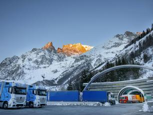 Italian toll Plaza for Mont Blanc Tunnel in the winter, photo source @tunnelmb.net