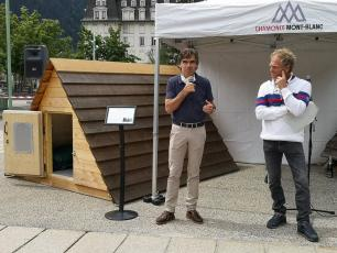 The two bivouacs (the old and the new) were presented on Place du Mont Blanc in Chamonix on Wednesday, July 15, 2020, during a nice meeting that brought together all of the project partners. Source @chamonix.fr