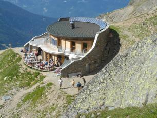 Le Nid d'Aigle à 2372m, l'arrivée du Tramway du Mont Blanc