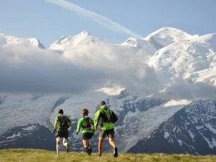 Trail Running tracks and paths facing Mont Blanc
