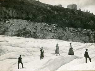 Grand Hotel du Montenvers from a distance in 1900