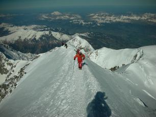 The Bosses Ridge, the last steps before reachind the summit of Mont Blanc