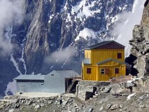Refuge Gonella: Mountain Hut in Val Vény, the italian side of the Mont Blanc Massif