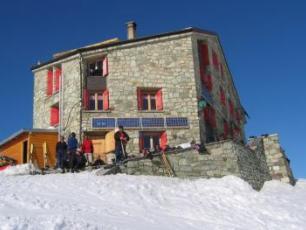 Haute-Zermatt Route Hut Copyright @ http://www.guide4chamonix.com