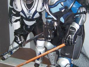 L'équipement typique de hockey est assez lourd