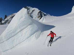 Skiing in Vallée Blanche Copyright @ www.chamonixskiguide.com