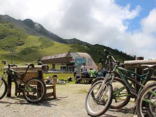 Mountain bikes on Grands Montets in summer, photo @ https://www.chamonix.com/