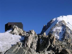Cosmiques Refuge: Refuge in the french side of the Mont Blanc Massif