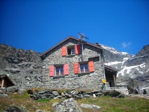 Valsorey Refuge: Haute Route Refuge in Switzerland (Chamonix - Zermatt Route)
