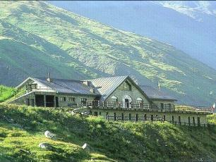 Refuge Elena: Mountain Hut on the Mont Blanc Tour (Refuge in Italy)