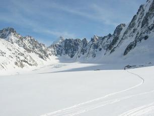 Argentière glacier below Grands Montets, photo @ https://www.snow-forecast.com