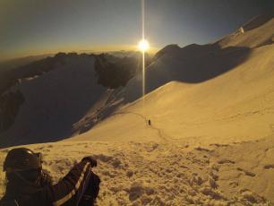 Descendre le sommet de Mont-Blanc