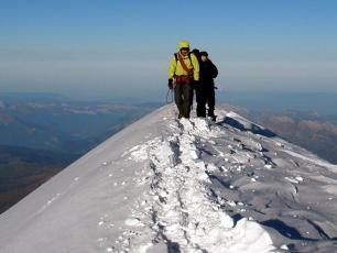 l'ascension du Mt Blanc en été, plus grand sommet des Alpes