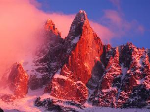 Les Drus dans le Massif du Mont-Blanc