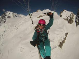 Paragliding from Aiguille du Midi. Photo @ Gabrielle Vds