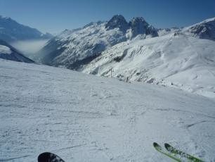 Вид на долину Шамони из горнолыжного курорта Ле Тур