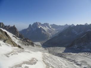 """Mer de Glace 4"" by Kristoferb - Own work. Licensed under CC BY-SA 3.0 via Wikimedia Commons"