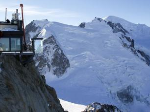 Step into the Void facing the summit of Mont-Blanc - Photo courtesy of CMB. Copyright @ Robert Pratta
