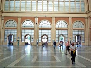 Вход на железнодорожный вокзал Порта Нуова