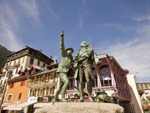 Statue de Balmat et De Saussure, centre de Chamonix