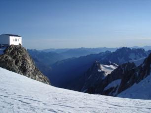 Vallot Refuge (altitude 4362m)