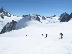Ski la Vallée Blanche , L'Italie en Fond