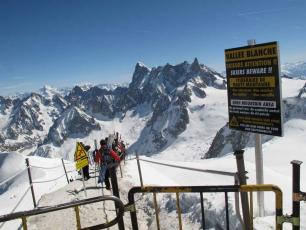 Departure of the ridge of the Aiguille du Midi - Chamonix