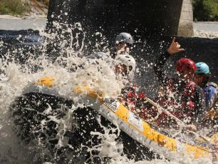 Rafting is an adventurous and fun experience, photo by @ SessionRaft.fr