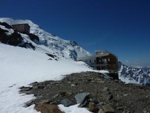 Tête Rousse Hut (3,167 m). photo source: @www.camptocamp.org