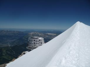 Goûter Hut (3,835m). Photo source: @www.camptocamp.org