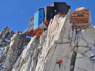 Cosmiques Hut - Mont Blanc Massif