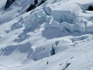 The seracs of the Rognons Glacier. Photo source: Maxence Pioteyry. http://buff.ly/1l6cX48
