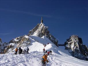 The Vallée Blanche is an ideal starting point for numerous sports both in winter and summer