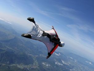 Wingsuit flying (WiSBASE) authorized again in Chamonix