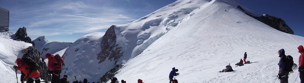 Tourists near Vallot hut, on Mont Blanc, photo @ https://pixabay.com/en/vallot-shelter-mont-blanc-altitude-694854/